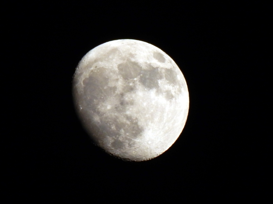 waxing-gibbous-november-2016-1000